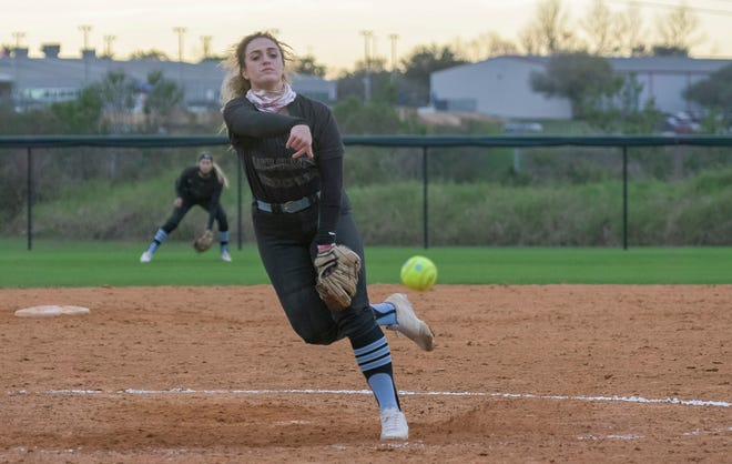 Lake-Sumter Community College pitcher Alyssa Dragovich (21) works in the first game of Tuesday's doubleheader against South Florida State College at Legends Way Ballfields in Clermont. [PAUL RYAN / CORRESPONDENT]