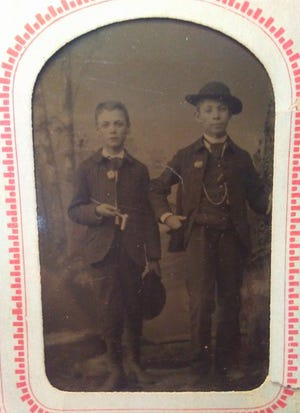 """George Otis """"Oat"""" Tanner and his brother William Arthur Tanner"""