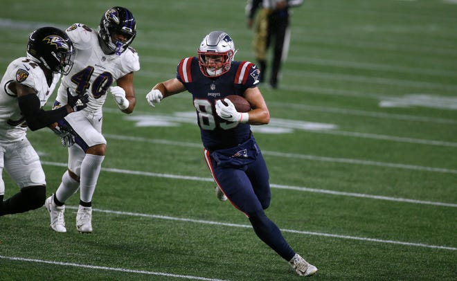 Ryan Izzo was the Patriots' leading tight end last season.