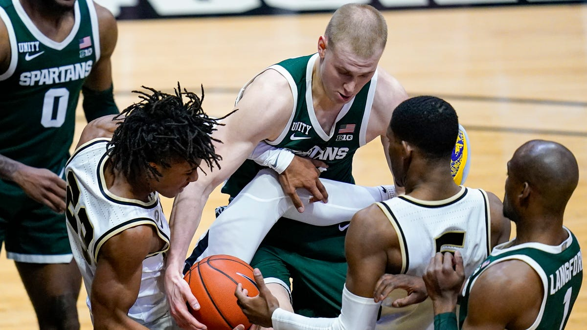 Michigan State missing the might, vows to fight as NCAA Tournament hopes all but dashed 2
