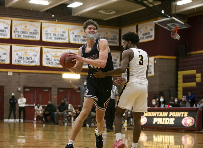 Feb. 16, 2021; Phoenix, AZ, USA; Perry's Dylan Anderson (44) handles the ball during agame at Mountain Pointe High School on Feb. 16, 2021. Credit: Meg Potter/The Arizona Republic