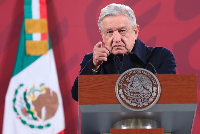 El presidente de México, Andrés Manuel López Obrador, ofrece su rueda de prensa matutina desde el Palacio Nacional, en Ciudad de México.