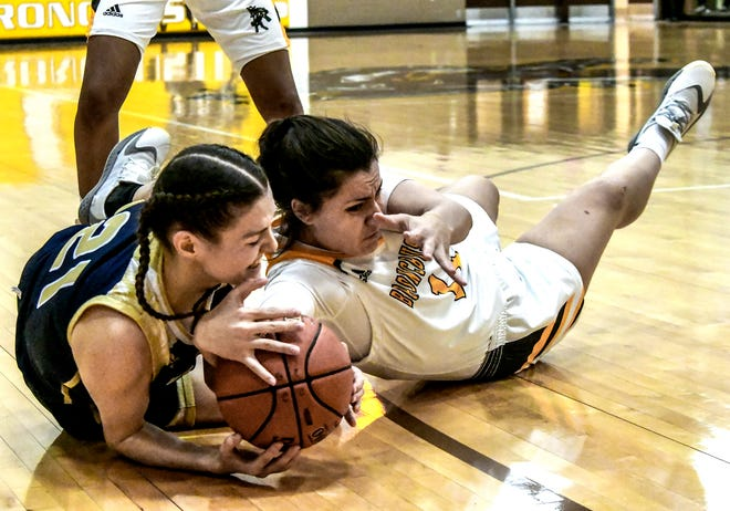 Garden City Cmmunity College's Kataria Zagorac, right, battle for control of a loose ball with Independence's Laurie Cren on the floor Wednesday at Perryman Athletic Complex.