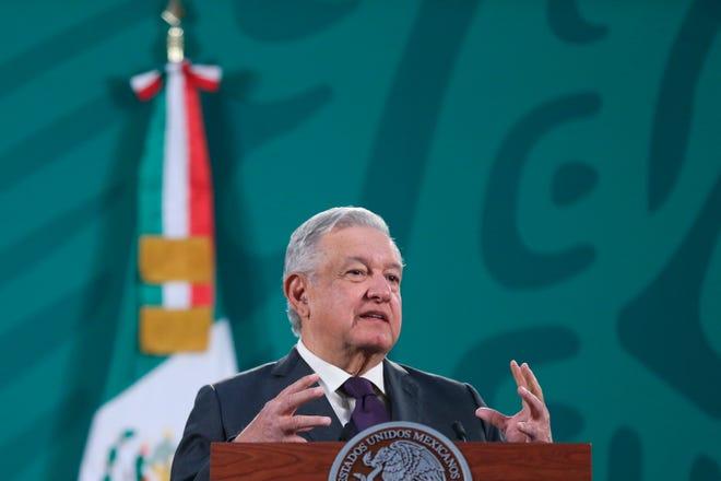 El presidente de México Andrés Manuel López Obrador, habla durante su conferencia matutina hoy, en Palacio Nacional en al Ciudad de México (México).