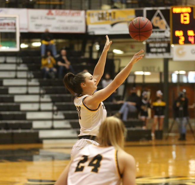 Jaden Hobbs shoots a jumper during Thursday's win over Lincoln.