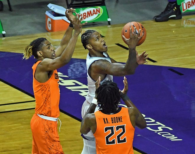 Kansas State guard DaJuan Gordon goes to the basket against Oklahoma State on Jan. 9 at Bramlage Coliseum.