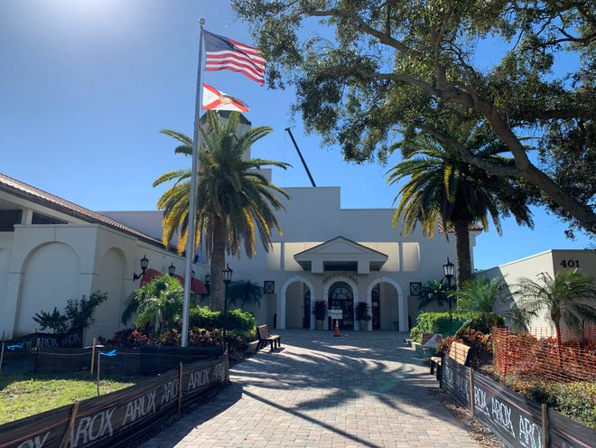 The Venice City Council will discuss changes to the city charter that may be on the November ballot when it meets Tuesday.