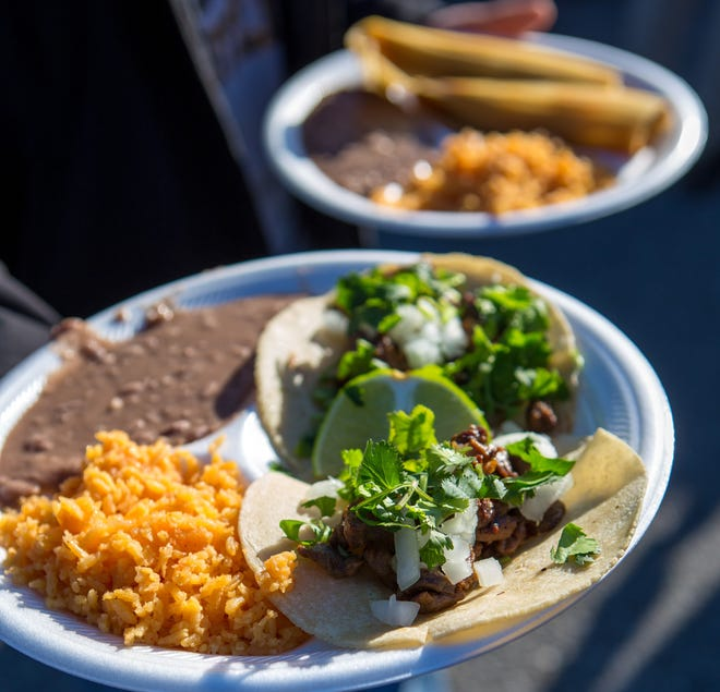 Asada tacos, ρύζι και φασόλια σε ένα λατινικό φεστιβάλ πρόσφατα. [STARNEWS FILE PHOTO]