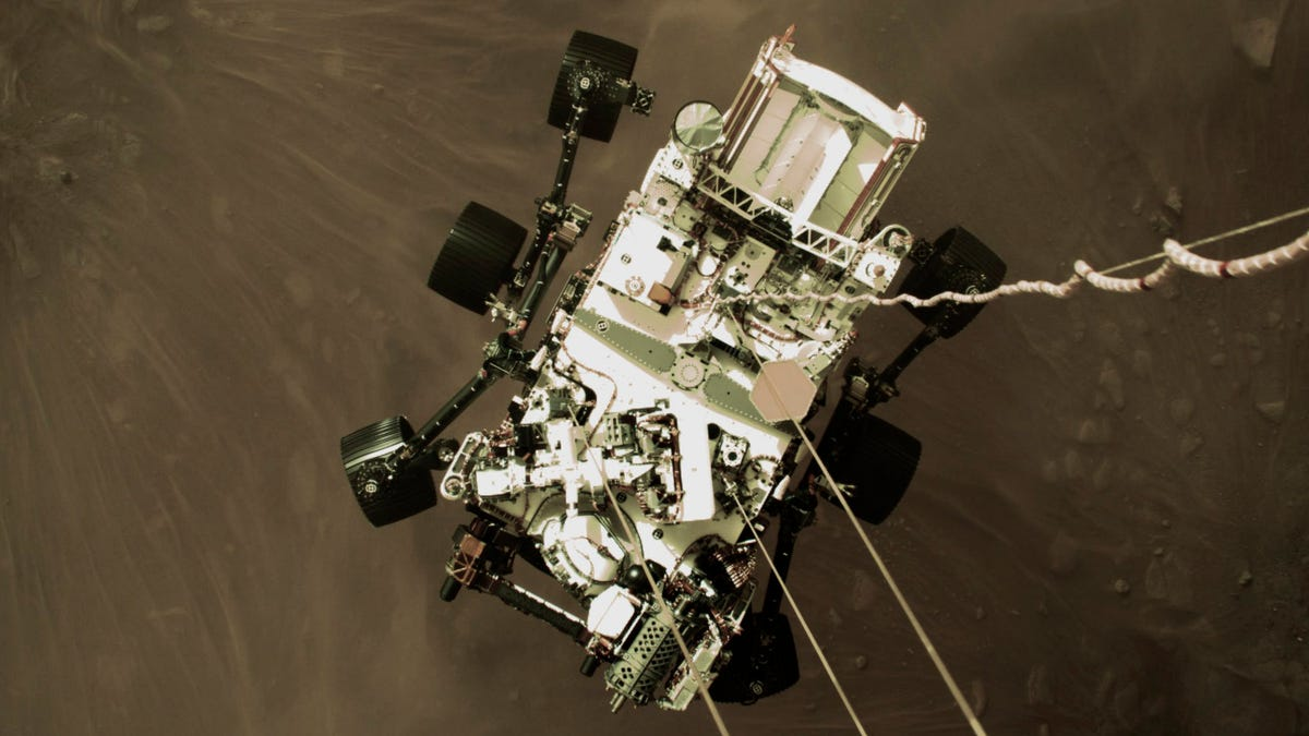 Mars landing team 'awestruck' by photo of descending rover 3