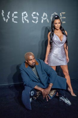 The frequently photographed couple showed they understood the importance of levels atthe Versace Fall 2019 fashion show in New York on Dec. 2, 2018.