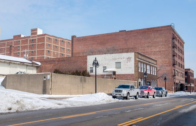 Peoria officials are pursuing state funding for a possible $10 million parking deck on city-owned property at 813 SW Washington St. in the Warehouse District.