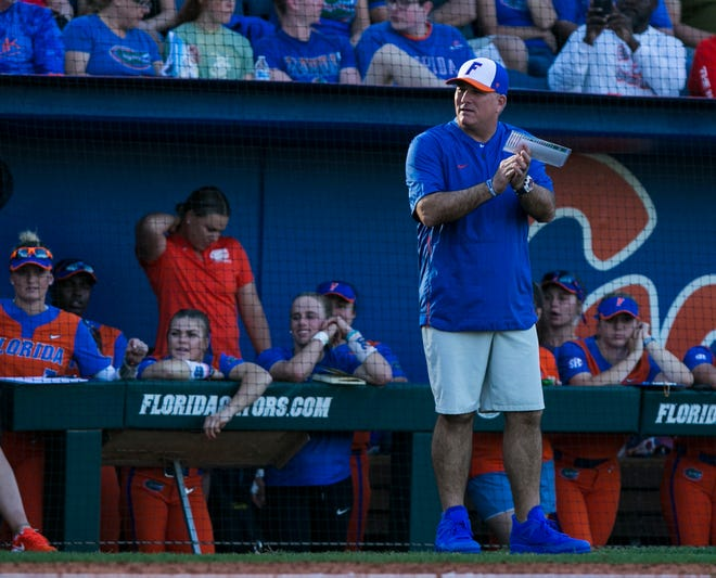 Florida's Tim Walton notched his 800th career win as the Gators softball coach in Saturday's sweep at Katie Seashole Pressly Stadium.