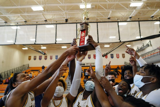 Beechcroft celebrates after beating Walnut Ridge 64-62 in the City League championship game Feb. 20 at East.