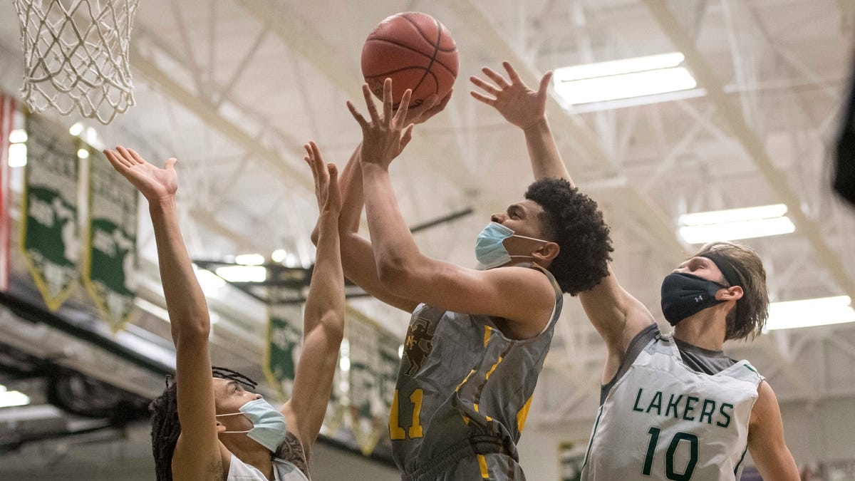 Friday's high schools: Defense lifts undefeated North Farmington over West Bloomfield 2