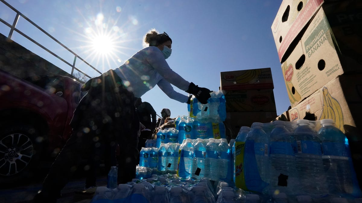 Southern cities hit hard by storms face new crisis: No water 3