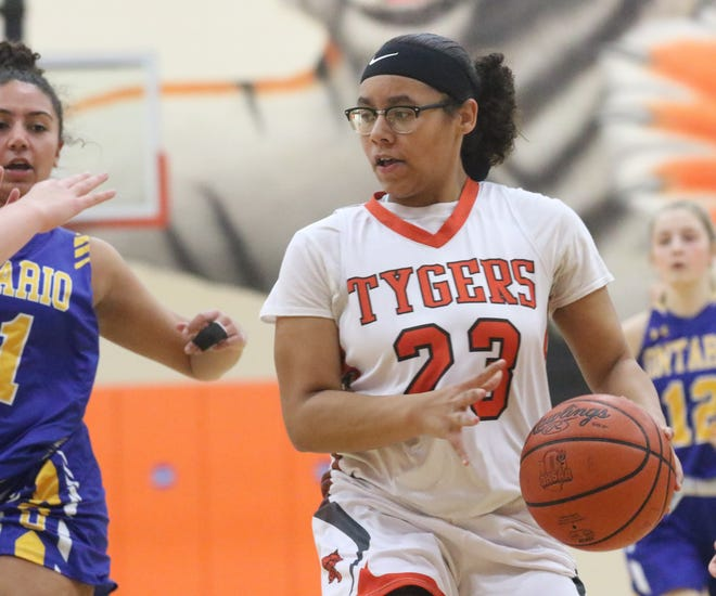 Mansfield Senior's Kiersten Bradley led the Tygers to their first sectional championship in 11 years with 13 points on Saturday.