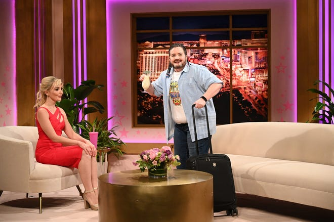 "Texas Sen. Ted Cruz (Aidy Bryant, right) arrives fresh off the plane from Cancun for an appearance with Britney Spears (Chloe Fineman) on her talk show ""Oops, You Did It Again"" on ""Saturday Night Live."""