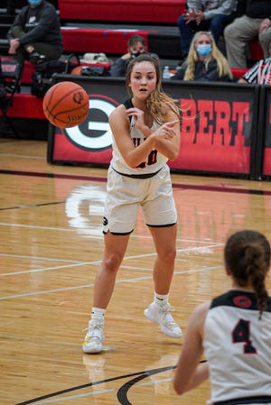 Gilbert's Emma Kruse fires a pass to teammate Sydney Lynch (4) during the Tigers' 57-51 4A regional semifinal loss to Grinnell Saturday at Gilbert.