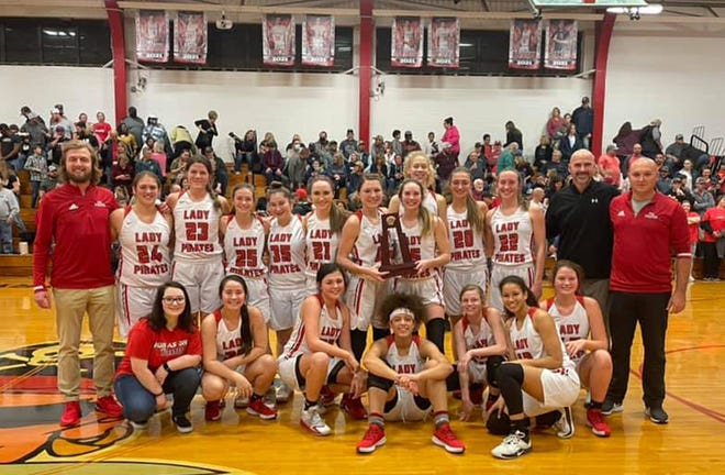 PDL Lady Pirates are Lakeland bound The Lady Pirates represented Ponce de Leon well Tuesday, February 16 with a  72–32 win over Paxton, setting the stage for a place in the Final Four. The Lady Pirates will take on Port St. Joe this evening in Lakeland at 6 p.m.
