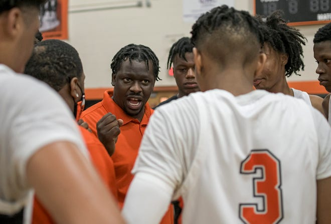 Leesburg head coach Sean Campbell talks with his players during a time out in Thursday's Class 5A-Region 2 quarterfinal game at The Hive in Leesburg. [PAUL RYAN / CORRESPONDENT]
