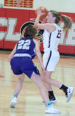It was a cousin battle Friday in Ottawa. Cyclone junior Kirsten Evans and Baldwin junior Riley Smith battled each other from start to finish in Baldwin's 45-44 victory.