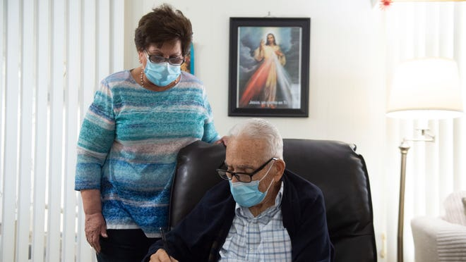 88-year-old man dying in hospice care fulfills his dream of becoming a U.S. citizen