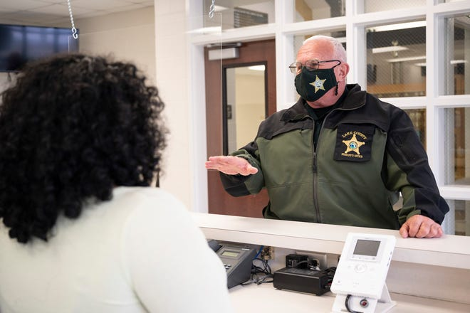 School Resource Officer Tom Brown talks to students at East Ridge High School in Clermont. [Cindy Peterson/Correspondent]