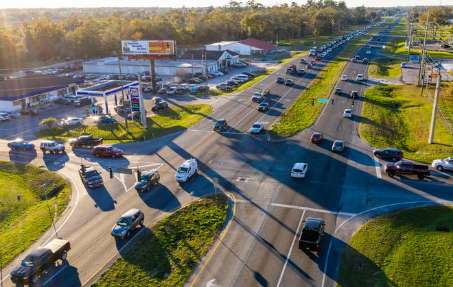 On Tuesday, traffic makes its way through the intersection of Southeast Maricamp Road and Southeast 44th Avenue Road in Ocala. The road, almost 20 miles in length, has been the site of three fatal crashes since mid-December.