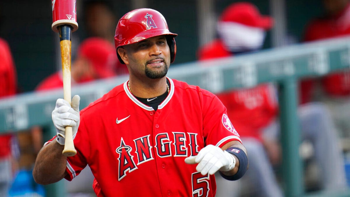 Monday's MLB: Pujols' wife suggests Angels slugger to retire after season 2