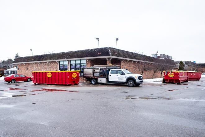 A Dollar Tree is opening in the former Plaza Pet Club in St. Clair's Riverview Plaza.