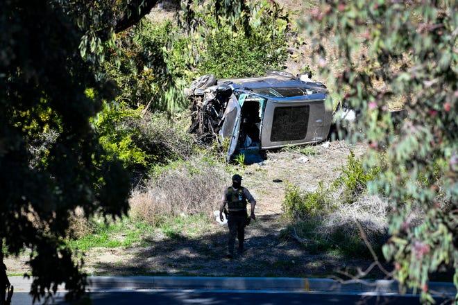 Le véhicule de Tiger Woods après avoir été impliqué dans un accident de retournement à Rancho Palos Verdes, en Californie, le 23 février 2021. Woods a dû être extrait de l'épave par les pompiers du comté de Los Angeles et est actuellement hospitalisé.