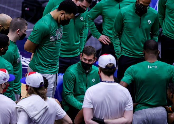Feb 21, 2021; New Orleans, Louisiana, USA;  Boston Celtics head coach Brad Stevens talks to the team on a time out against New Orleans Pelicans during the first half at Smoothie King Center.