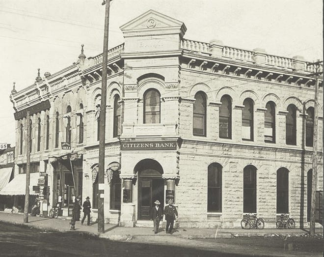 In 1892, the Citizens Bank moved and was established at 200 N. Main.