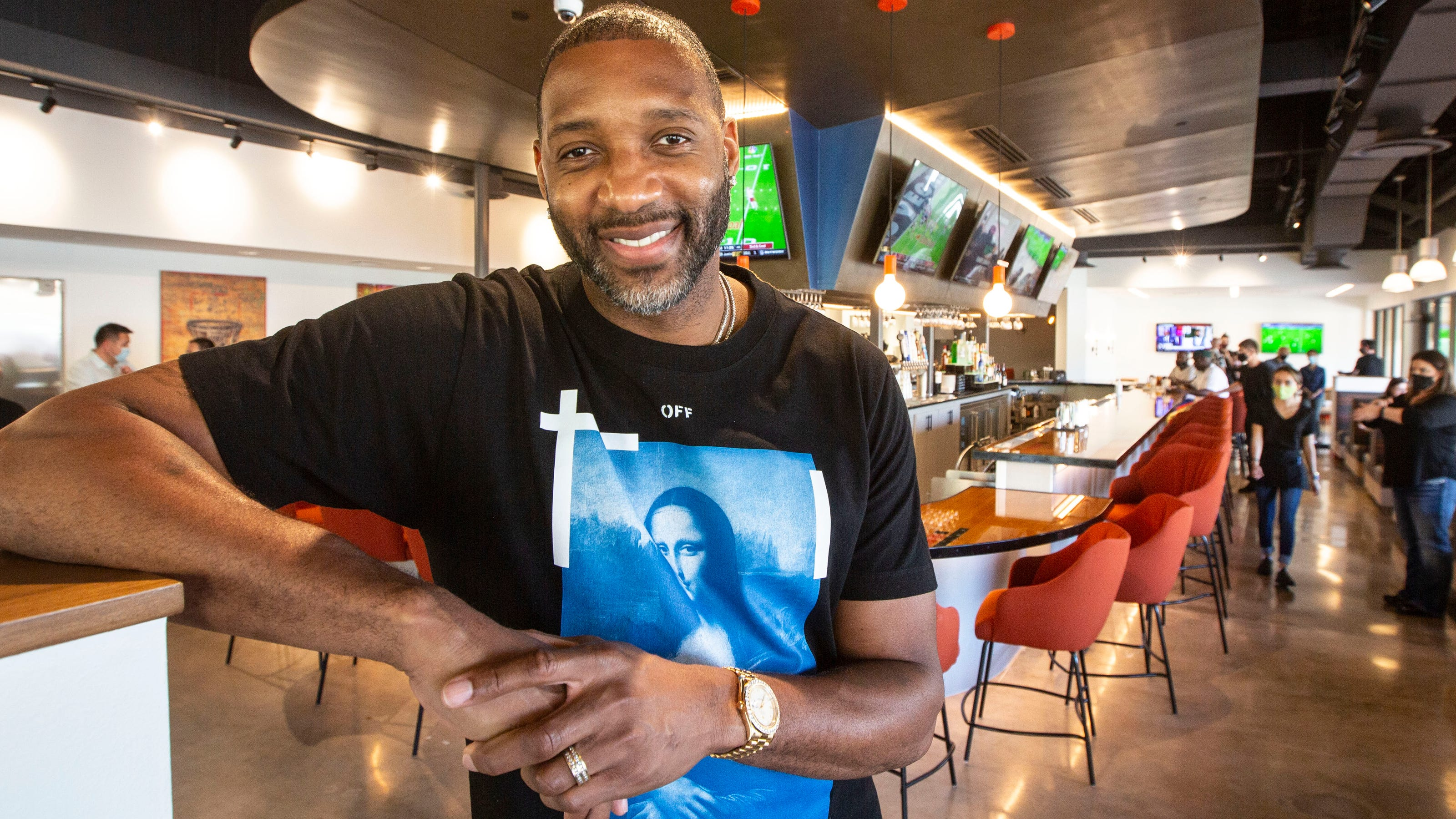 NBA hall-of-famer Tracy McGrady brings signature meals and memorabilia to new South Lakeland sports bar