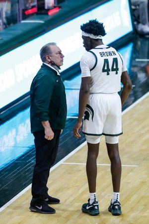 Michigan State head coach Tom Izzo talks to forward Gabe Brown (44) during the second half against Illinois at the Breslin Center in East Lansing, Tuesday, Feb. 23, 2021.