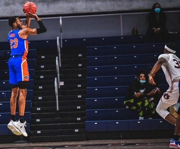 Scottie Lewis scored 16 points in Florida's win Tuesday at Auburn.