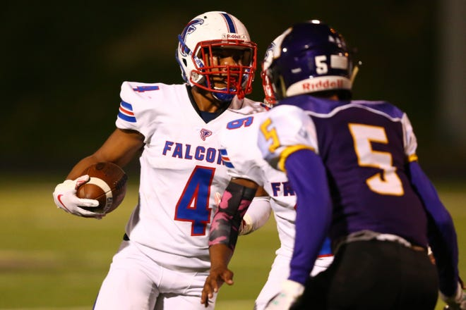 West Henderson's Keyaris Cash (4) carries the ball in the second quarter at North Henderson during last season's game.