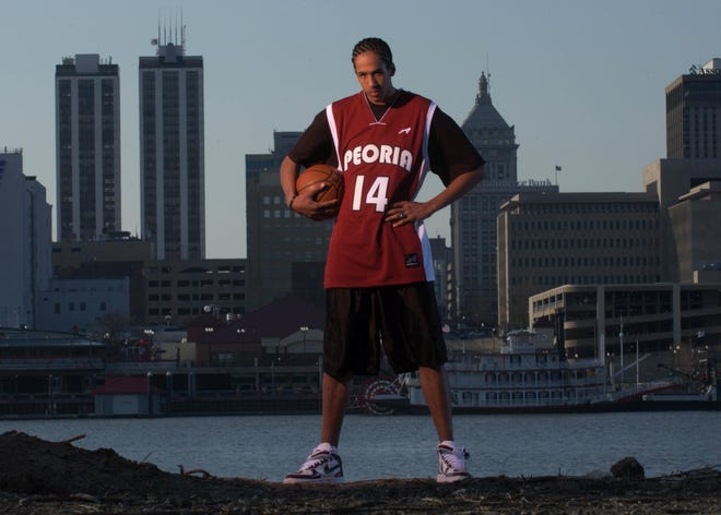 Shaun Livingston of Peoria High poses for his Player of the Year photo after the 2004 season — and the Lions' second consecutive boys basketball state championship.