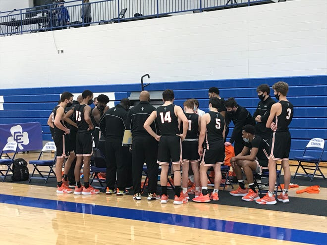 Brother Rice huddles in the third quarter against Detroit Catholic Central.