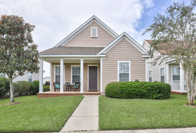An average priced 3 bedroom , 2 bath home in Southwood, 1,394 sq. ft., sold price $272,000.