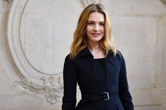 Российская модель Наталья Водянова принимает участие в показе Dior Women's Spring / Summer 2020/2021 в Париже 20 января 2020 года.