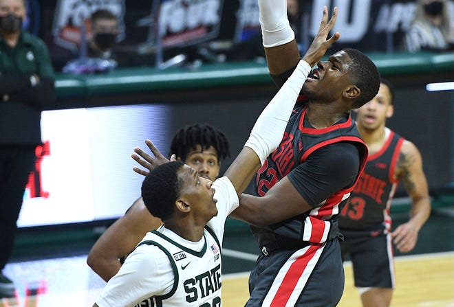 Ohio State forward E.J. Liddell (32) took the brunt of Michigan State's physical play – and delivered some of his own – in Thursday's loss to the Spartans in East Lansing.