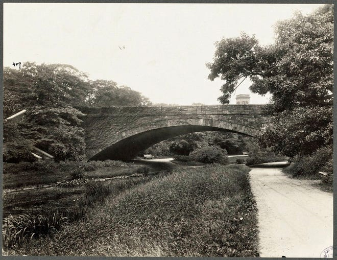 The Longwood Bridge over the Muddy River connects Boston and Brookline. It was designed by Frederick Law Olmsted. This photo is from 1919. Learn more at www.digitalcommonwealth.org.