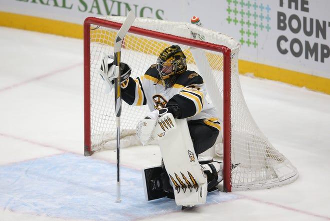 Bruins goalie Jaroslav Halak reacts after allowing a fifth Islanders third-period goal Thursday night.