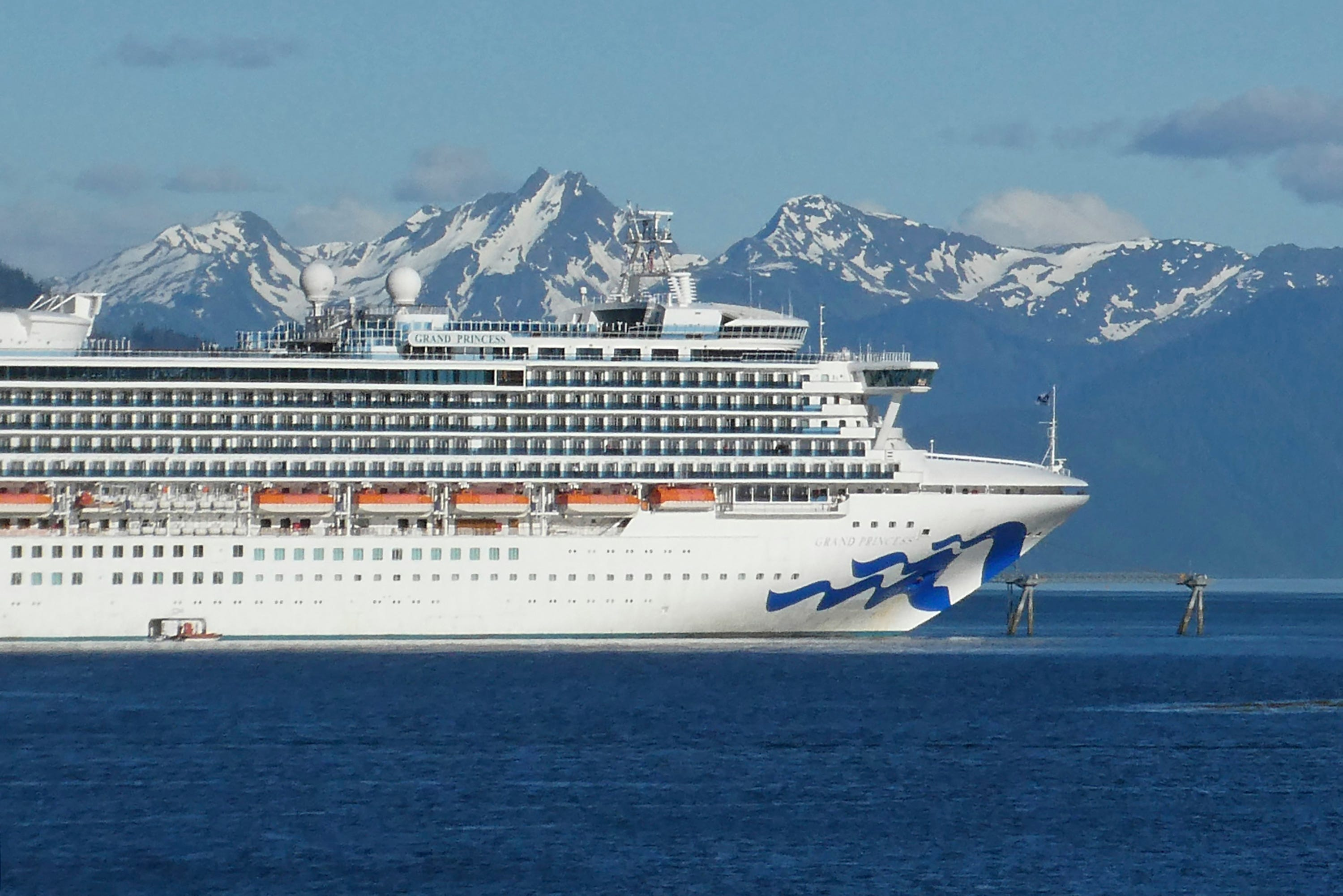 Congress urges Canada to reevaluate banning cruises until 2022