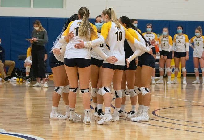 Kent State's volleyball team lost back-to-back heartbreakers to unbeaten Bowling Green on Thursday and Friday.