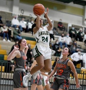 GlenOak's Breezie Williams splits the defense of Green's Mallory Oddo (left) and Brianna Hunt during Friday's Division I district championship game.