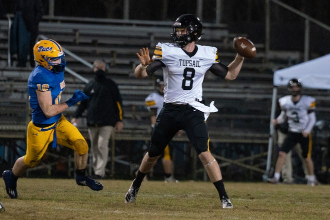 Gavin Ellis passes under pressure during Topsail's Week 1 win at Laney. [KEN OOTS/FOR THE STARNEWS]