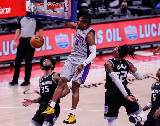 Dennis Smith Jr. sank against the Kings in the first half of Little Caesars Arena on Friday.