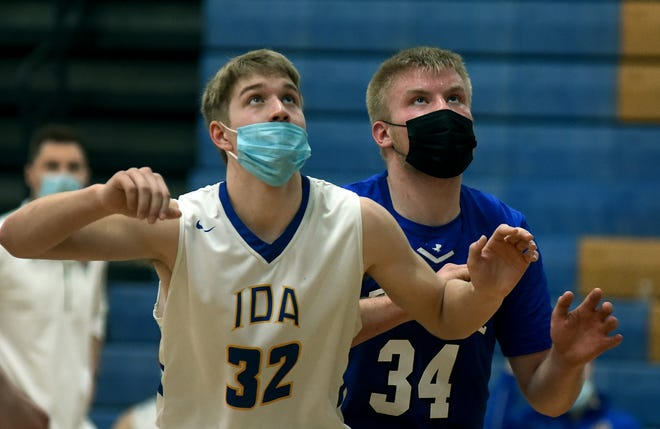 Luke Levicki of Ida and Zach Salenbien of Dundee eye the basket for a possible rebound off a foul shot Saturday.